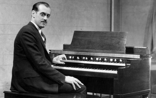 Hammond B3 tone wheel organ