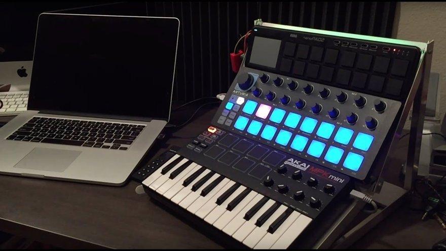 4. MIDI Controller (MIDI Keyboard)